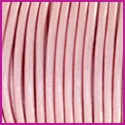 DQ leer rond 2 mm Powder pink metallic per 50cm