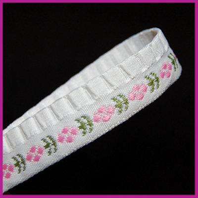 Lint 15 mm wit met groen/roze stiksels 1 meter