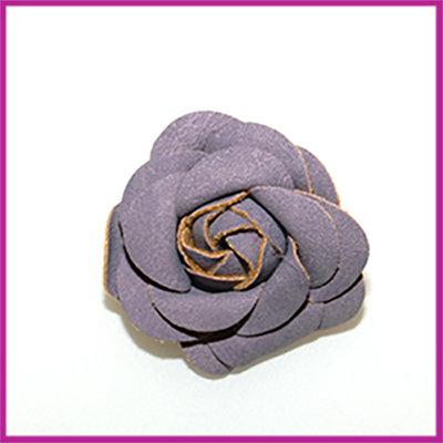 Bloem van stof en imitatieleer ca. 44x24mm lila