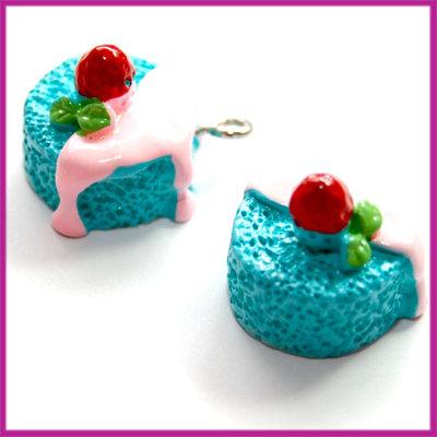 Kunststof taartje blauw/roze 18x16mm