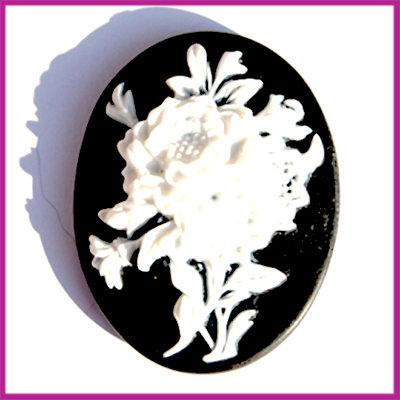 Camee plastic bloemen zwart-wit