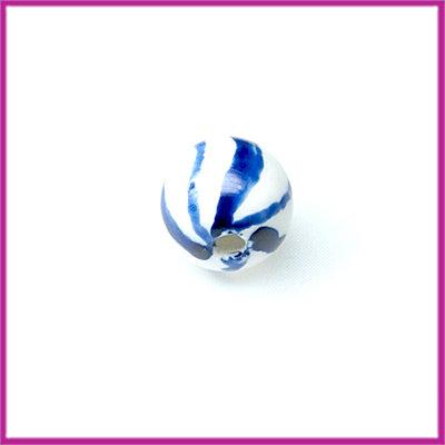 Keramiek kraaltje blauwe streepjes