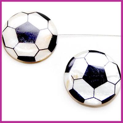 Schelp parelmoer kraal plat zwart/wit voetbal