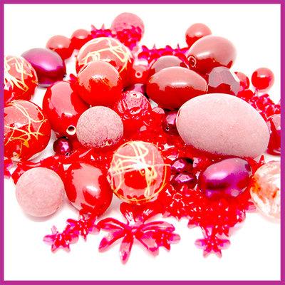 Mix kunststof en glaskralen rood