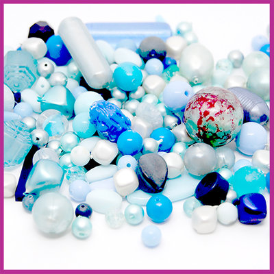Mix kunststof en glaskralen licht blauw
