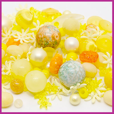 Mix kunststof en glaskralen geel oranje
