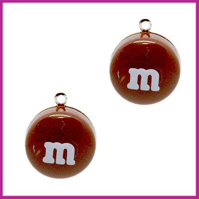 Kunststof bedel / hanger M&M snoepje bruin