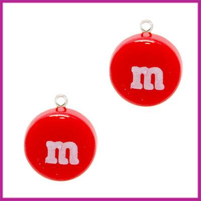 Kunststof bedel / hanger M&M snoepje rood