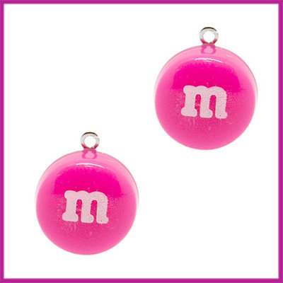Kunststof bedel / hanger M&M snoepje roze