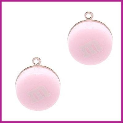 Kunststof bedel / hanger M&M snoepje licht roze