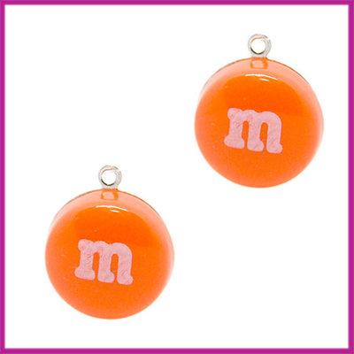 Kunststof bedel / hanger M&M snoepje oranje