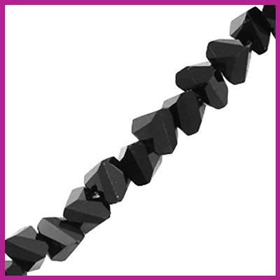 Glaskraal top facet triangle 6mm Jet black